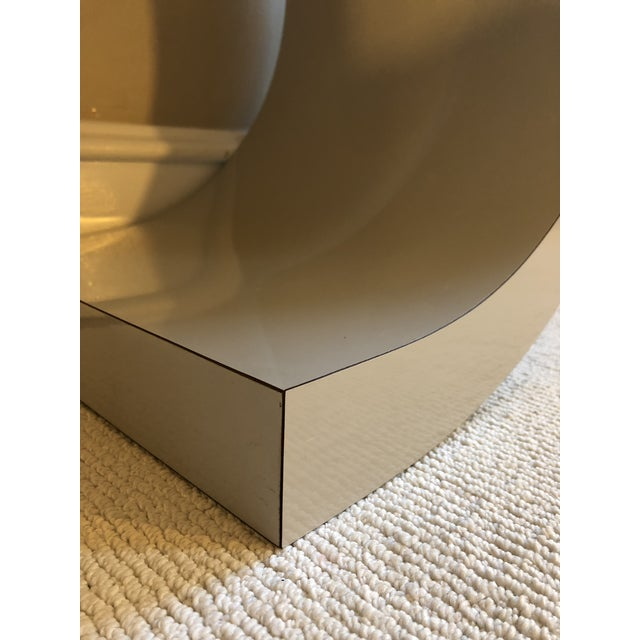 1980s Postmodern Curved Laminate Console Table in Light Gray For Sale - Image 5 of 10