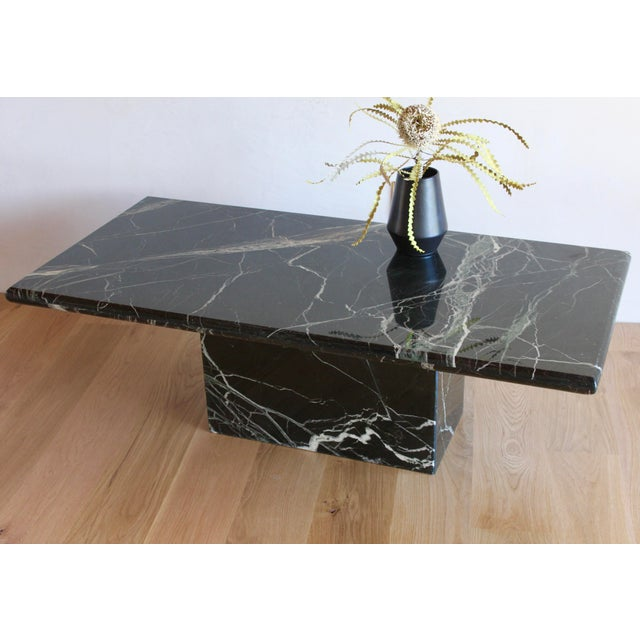Angelo Mangiarotti Sculptural Mid-Century Italian Vert d'Egypt Green Marble Pedestal Coffee Table For Sale - Image 4 of 13