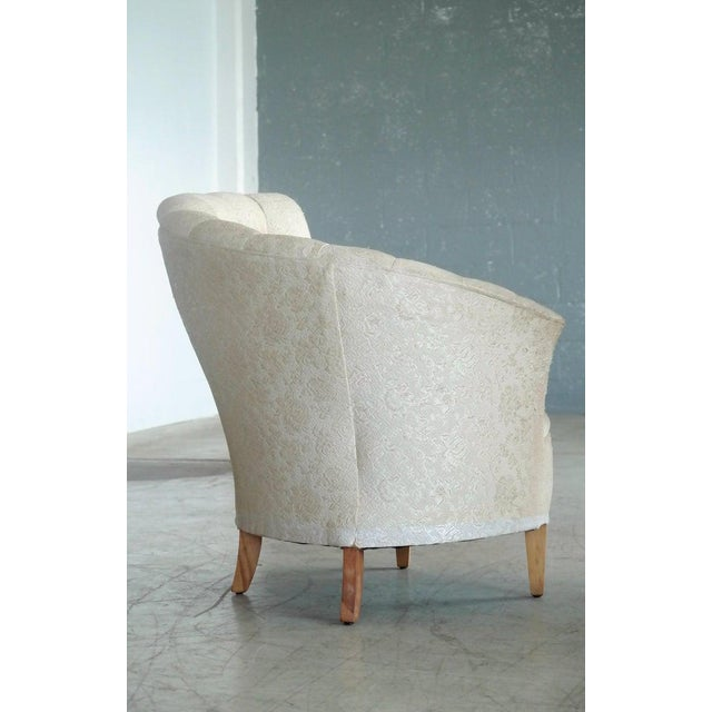 1940s Hollywood Regency Asymmetrical Fan Back Tufted Lounge Chair For Sale In New York - Image 6 of 9