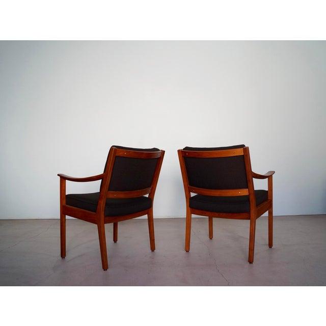 Gunlocke Mid-Century Modern Walnut Armchairs - A Pair For Sale In Los Angeles - Image 6 of 13