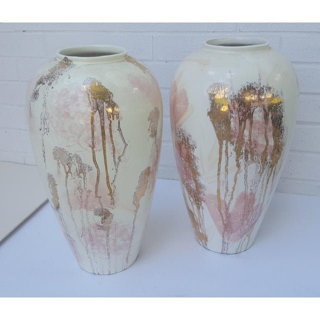 Abstract A Pair- Mid Century Vanguard Studios Pottery Abstract Liquid Gold and Pastel Pink Abstract Splatter Vases For Sale - Image 3 of 13