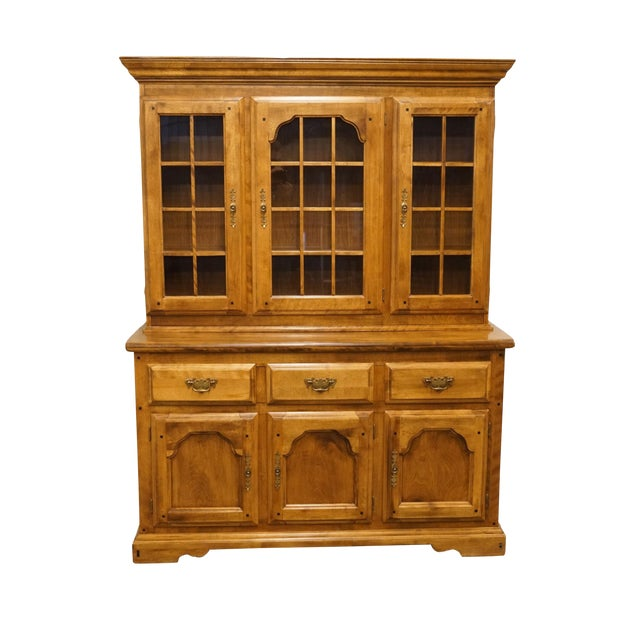 20th Century Early American Temple Stuart Rockingham Solid Maple Buffet With Display Hutch For Sale
