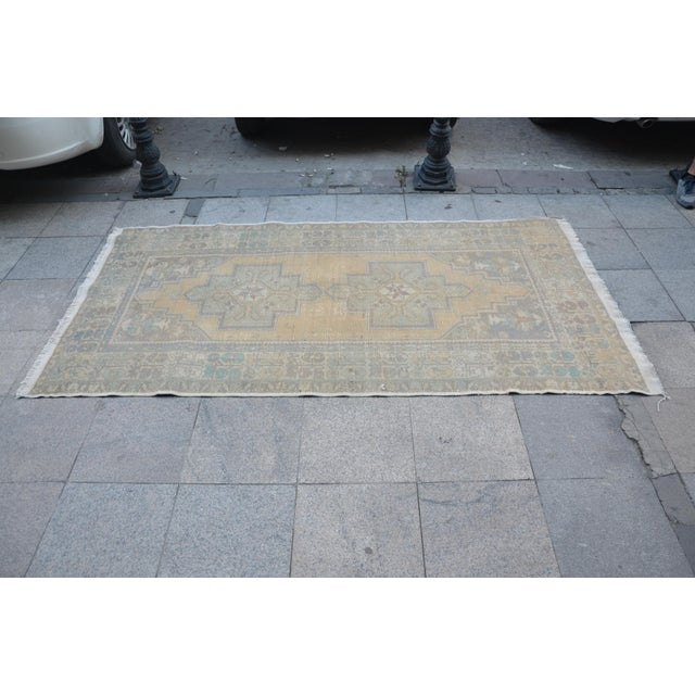 Turkish Oushak Handwoven Rug - 4′3″ × 8′2″ For Sale - Image 4 of 6