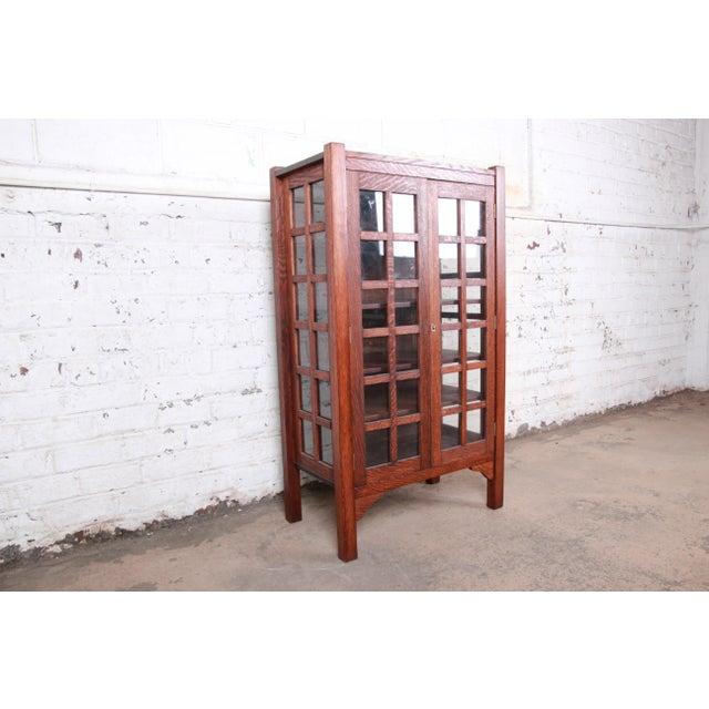 Stickley American Arts & Crafts Period Quartersawn Oak Bookcase, Circa 1900 For Sale - Image 4 of 9