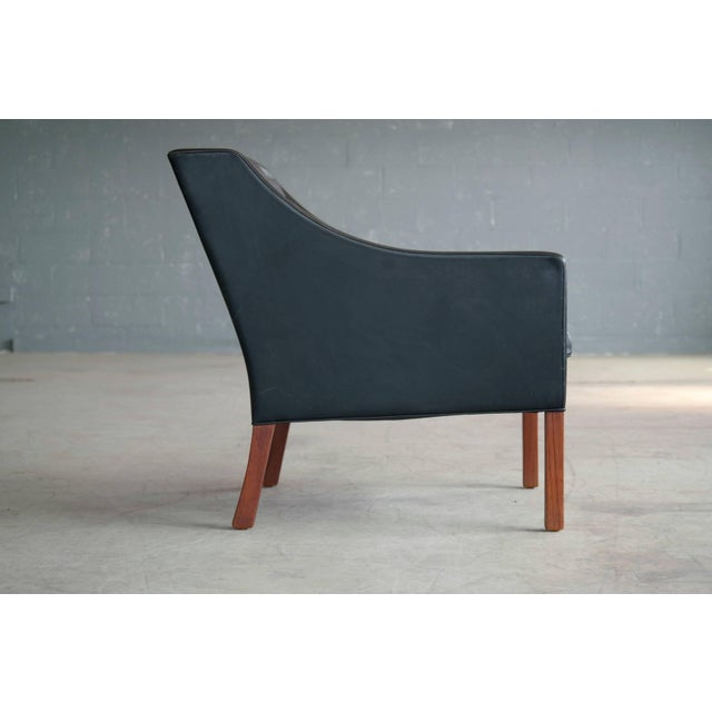 1960s Borge Mogensen Model 2207 Lounge Chair in Black Leather and Teak for Fredericia For Sale - Image 5 of 9
