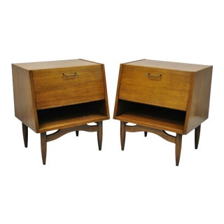 American of Martinsville Mid Century Modern Walnut Nightstands Tables - a Pair For Sale