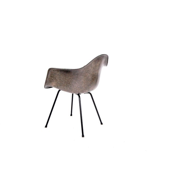 Mid-Century Modern Fully Restored Eames Rope Edge Armshell by Herman Miller For Sale - Image 3 of 10