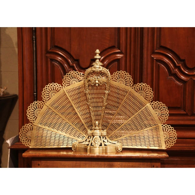 Late 19th Century 19th Century French Napoleon III Bronze and Brass Fan Shaped Fireplace Screen For Sale - Image 5 of 11