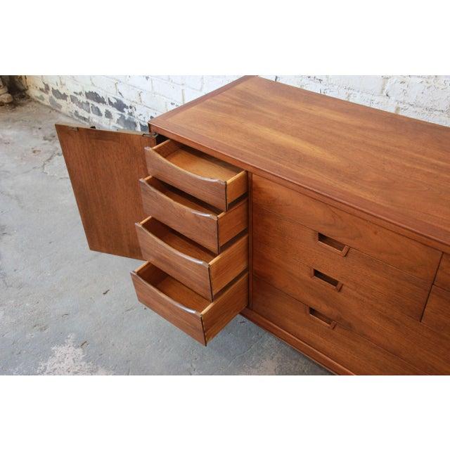 1960s John Stuart Janus Collection 14-Drawer Long Dresser or Credenza For Sale - Image 5 of 10