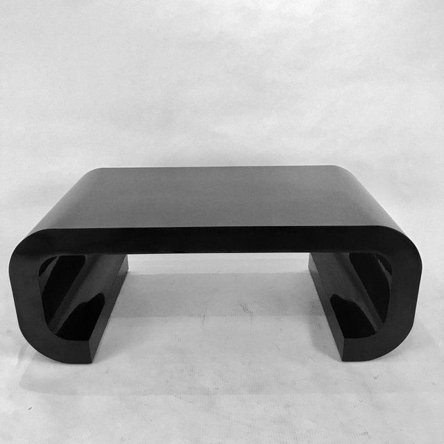1970s Sleek and Modern Chinoiserie Black Laminate Curved Coffee Table For Sale - Image 5 of 8