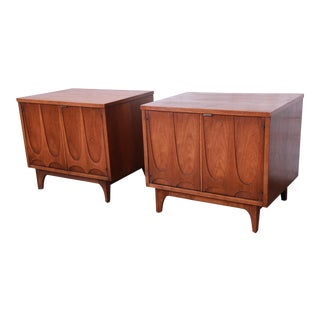 Broyhill Brasilia Mid-Century Modern Sculpted Walnut Nightstands - a Pair For Sale