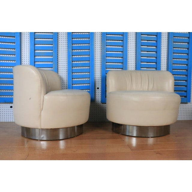 Mid-Century Modern 1970s Leather and Chrome Base Styled After Milo Baughman For Sale - Image 3 of 4