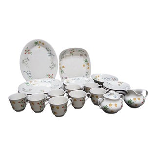 Set of Royal Doulton China Springtime Pattern 1975 Dinnerware Service for 8 For Sale