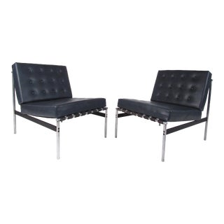 Pair of Mid-Century Modern Italian Slipper Chairs For Sale