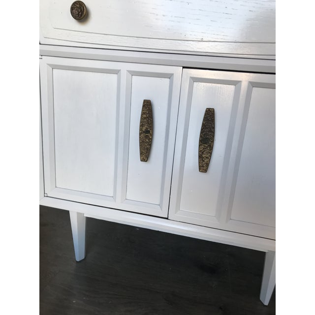 Mid Century Modern Heritage Night Stands- A Pair For Sale - Image 9 of 12