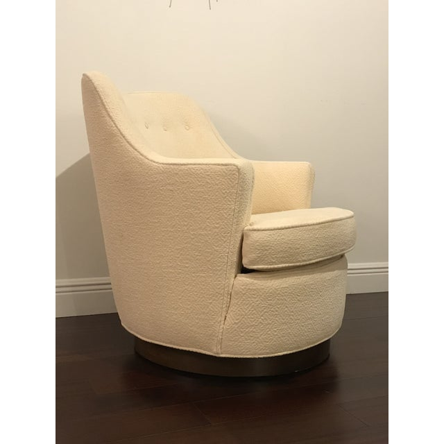 """1950s Vintage Mid Century Modern Edward Wormley for Dunbar Swivel """"TV"""" Chair For Sale - Image 5 of 7"""