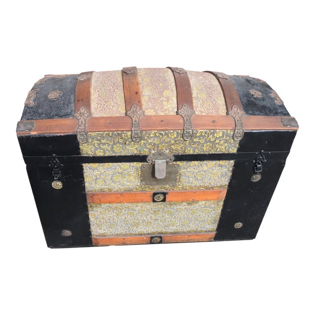 Antique Dome Top Trunk with amazing interior For Sale