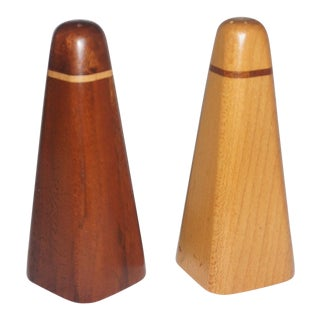 Mid-Century Salt and Pepper Shakers Set For Sale
