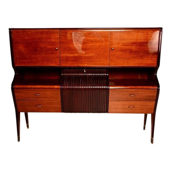 For your consideration a beautiful cabinet attributed to Osvaldo Borsani.