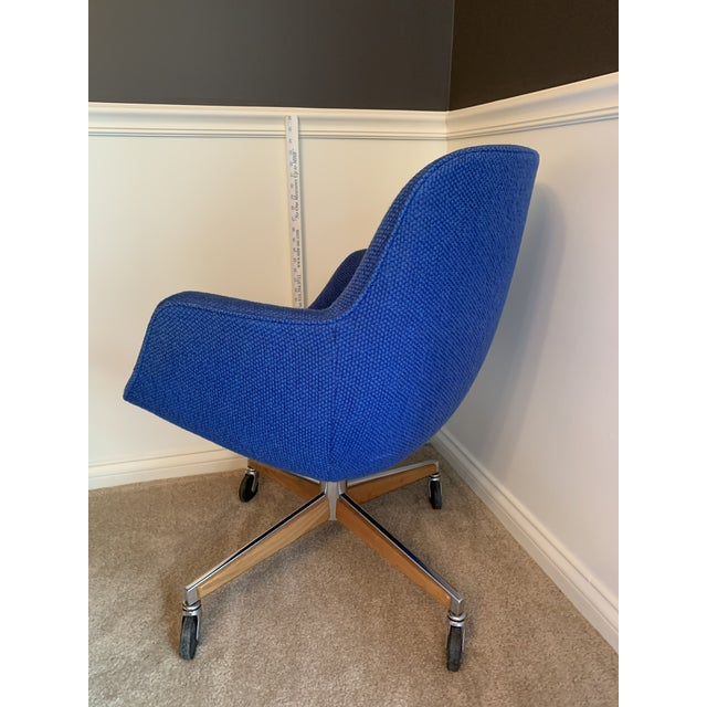 Steelcase 1970's Steelcase Mid-Century Blue Swivel Barrel Chair For Sale - Image 4 of 12