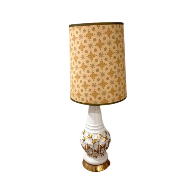 White and gold vintage Hollywood regency bedroom lamp. This does not include a shade
