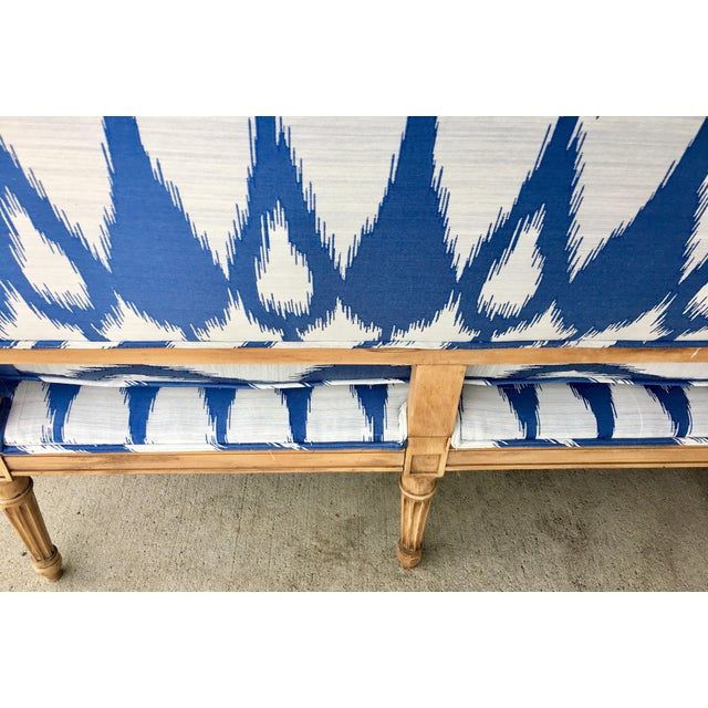 1930's Vintage Settee in Graphic Print For Sale - Image 10 of 11