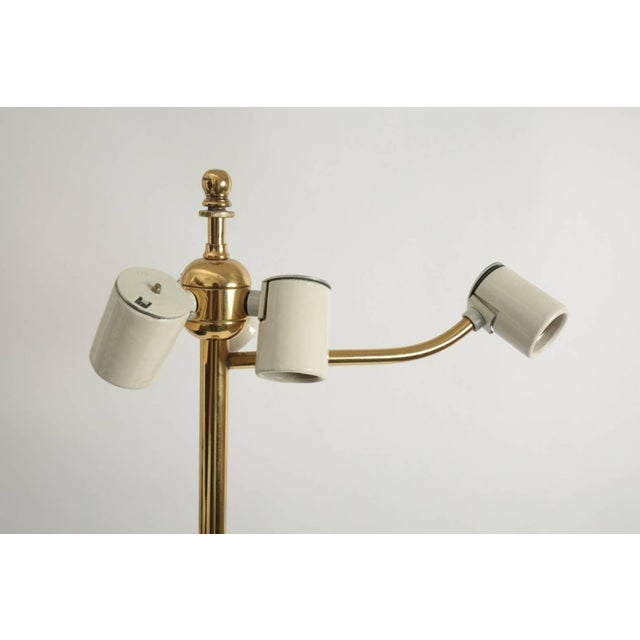 Mid-Century Modern Lucite and Brass Floor Lamp by Hansen of New York For Sale In Los Angeles - Image 6 of 7