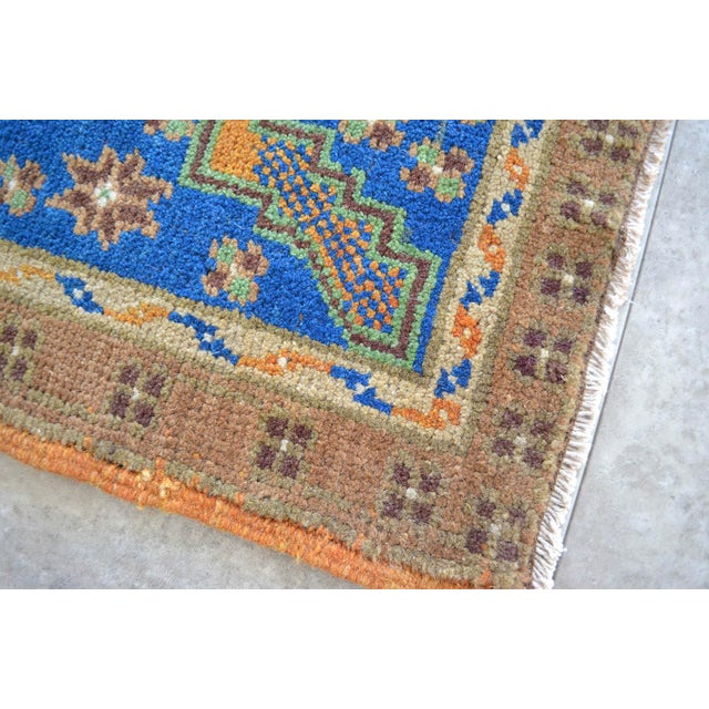 "Hollywood Regency Front of Kitchen Sink Rug Hand Made Bath Mat Faded Mini Rugs 1'11"" X 3'8"" For Sale - Image 3 of 4"