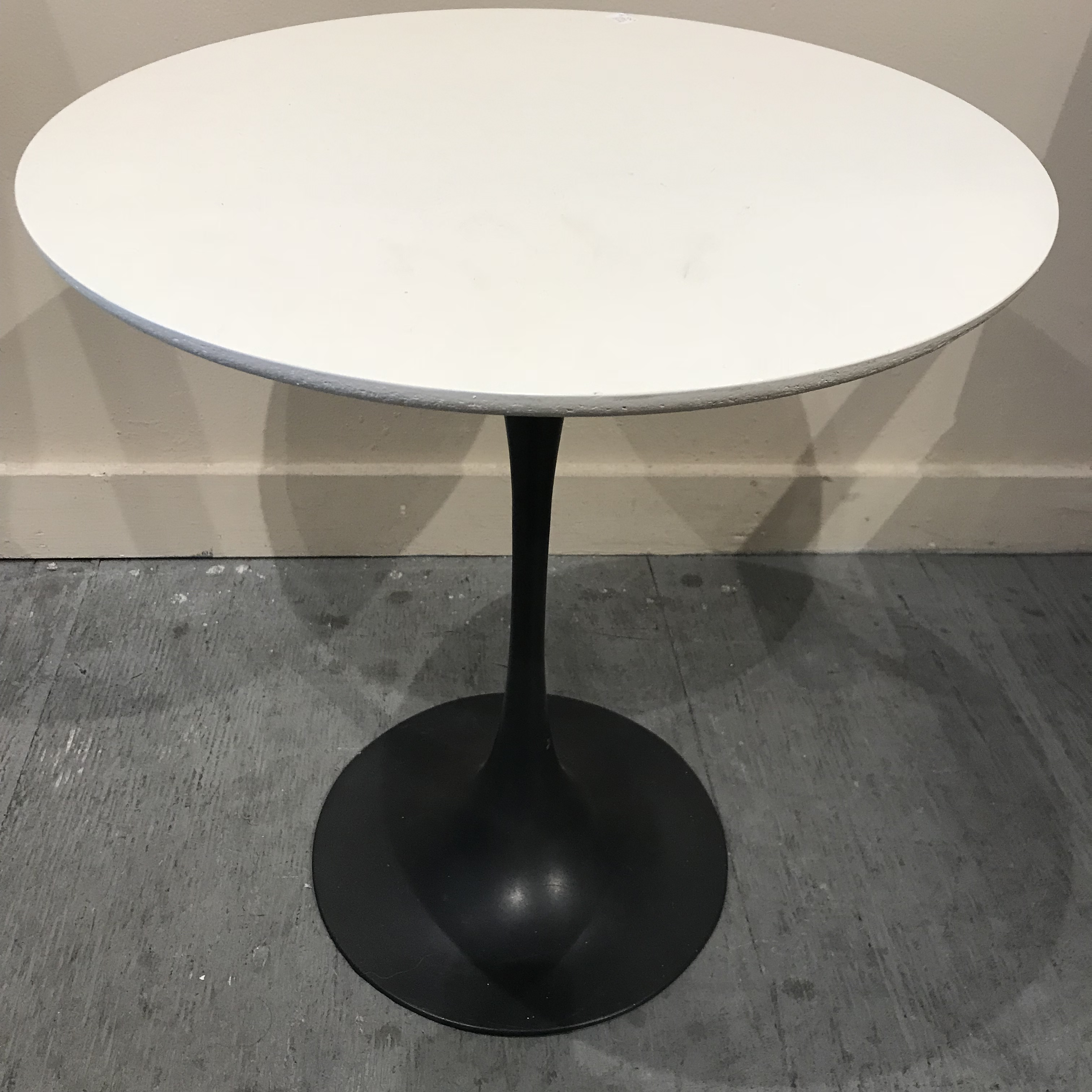 Superieur Mid Century Modern Saarinen Style Tulip Side Table By Burke.