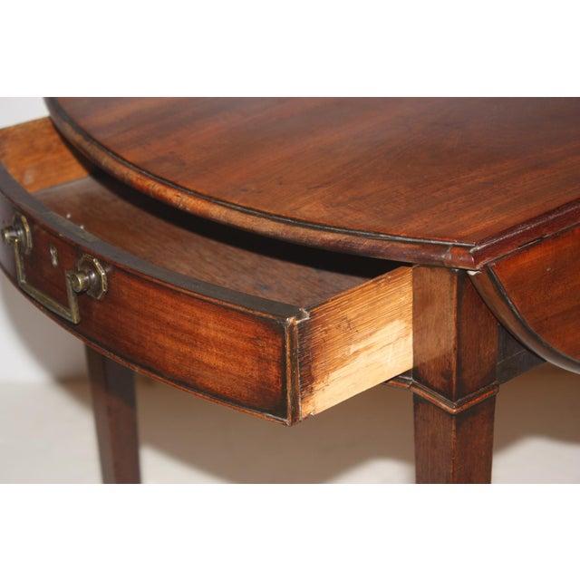 Georgian Georgian Pembroke Table / Oval Top For Sale - Image 3 of 8