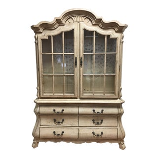 Late 20th Century Drexel Heritage Breakfront China Cabinet For Sale