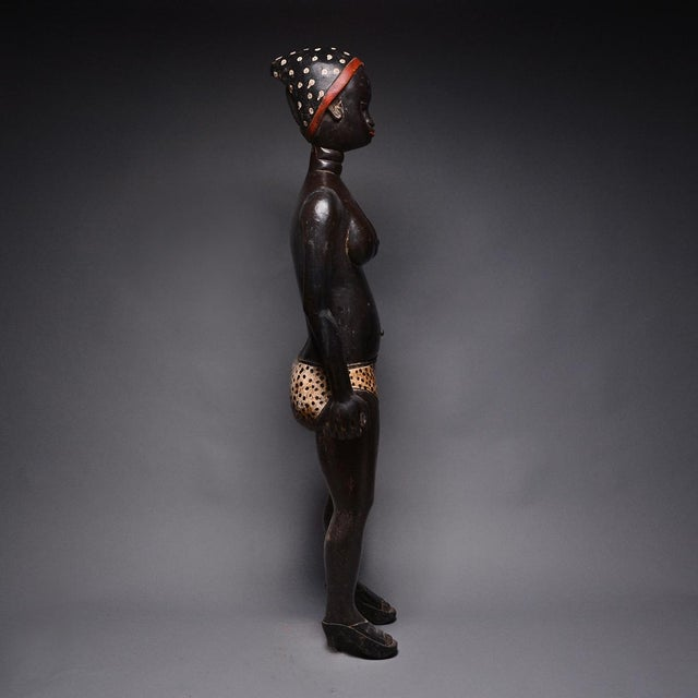 African Baulé Standing Female Figure For Sale - Image 3 of 4