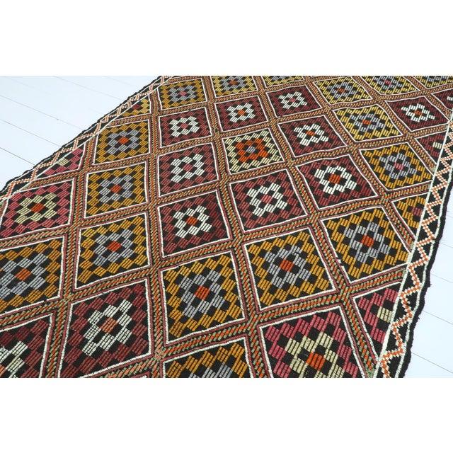 Mid 20th Century Vintage Turkish Antalya Embroidered Kilim Rug- 4′8″ × 9′7″ For Sale - Image 5 of 13