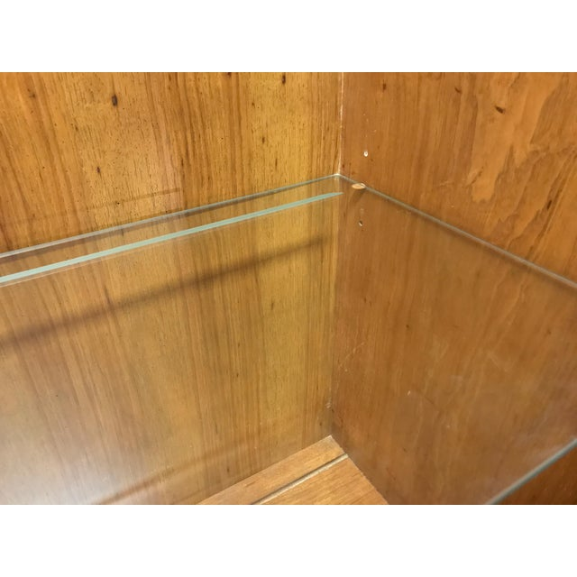 English Country Style China Display Cabinet by Hickory Manufacturing Wexford Court For Sale - Image 10 of 13