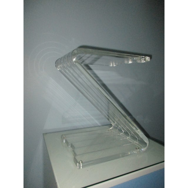 1970s 1970s Hollywood Reegncy Lucite Z Shaped Side Table/Plant Stand For Sale - Image 5 of 13
