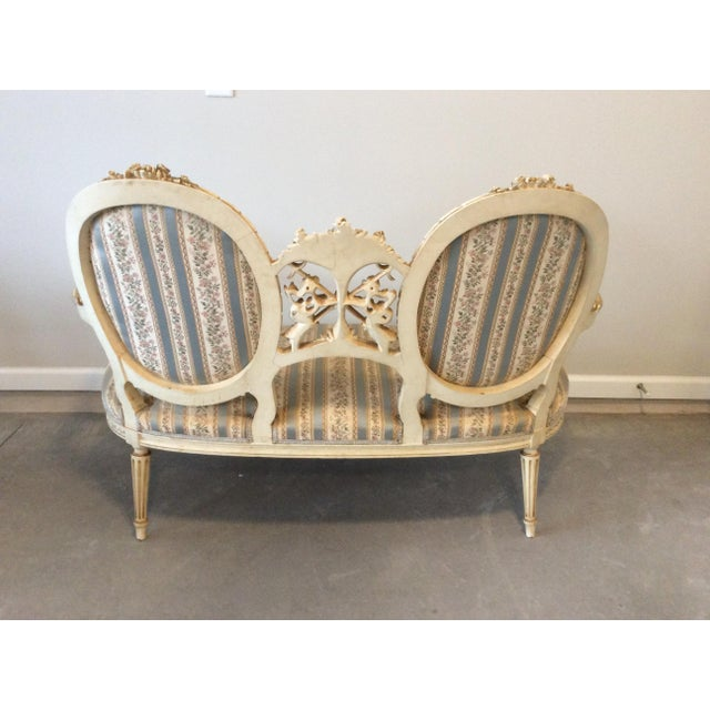 Belgian Early 19th Century Louis XVI Giltwood Silk Upholstered Settee - Impeccable Condition For Sale - Image 3 of 7