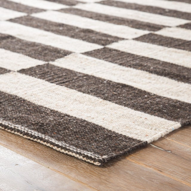 This striking geometric flatweave rug boasts contemporary charm inspired by traditional design. This Scandinavian-style...