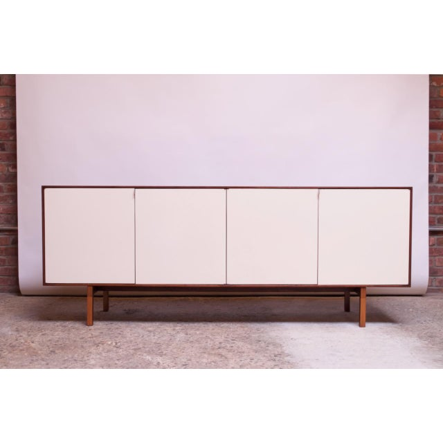 Vintage Florence Knoll White Lacquer and Walnut Model 541 Credenza / Cabinet For Sale - Image 13 of 13