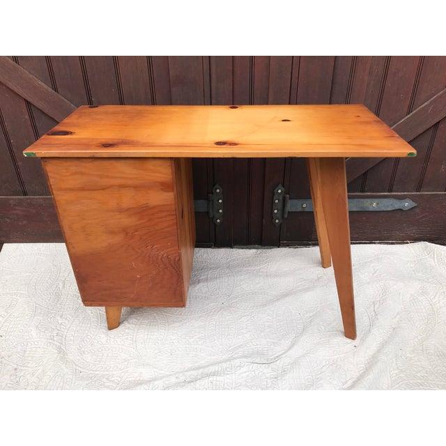 Paul McCobb Planner Series Pine Desk - Image 6 of 11