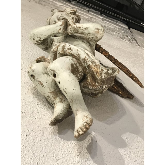 Early 18th Century Wood Carved and Gilded Wood Winged Angels, Spanish Colonial - a Pair For Sale In Atlanta - Image 6 of 10