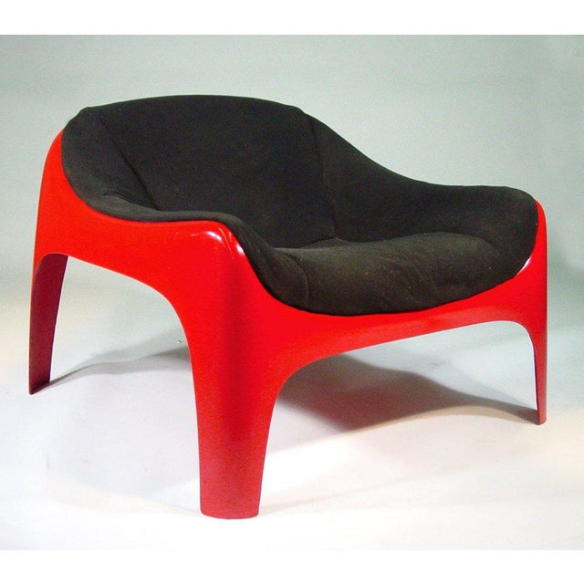 This original mod style lounge chair was designed by architect and Artemide co-founder, Sergio Mazza in the 1960s. The...