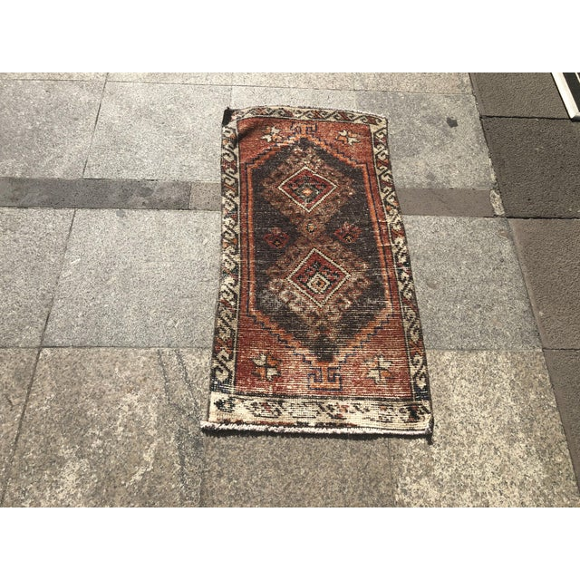 Vintage Faded Rug- 1′7″ × 3′3″ For Sale - Image 6 of 6