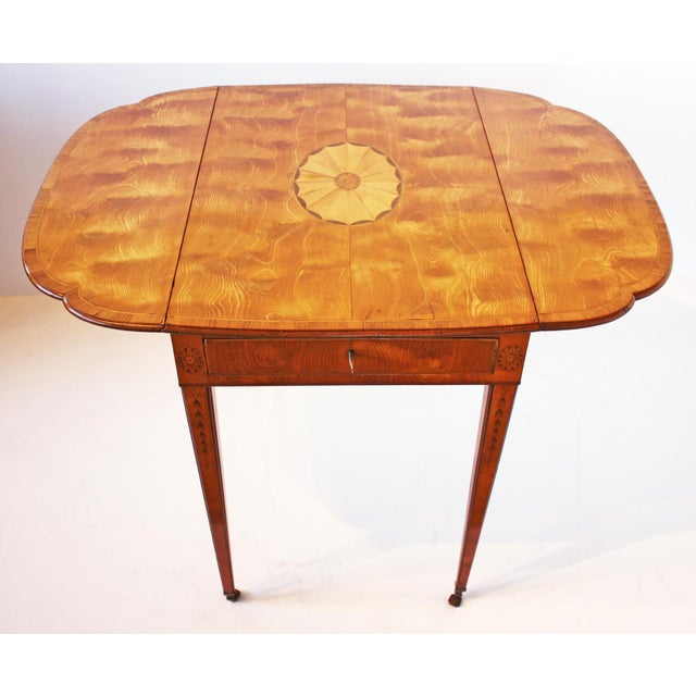 Spectacular George III Sheraton Pembroke Table For Sale - Image 4 of 6