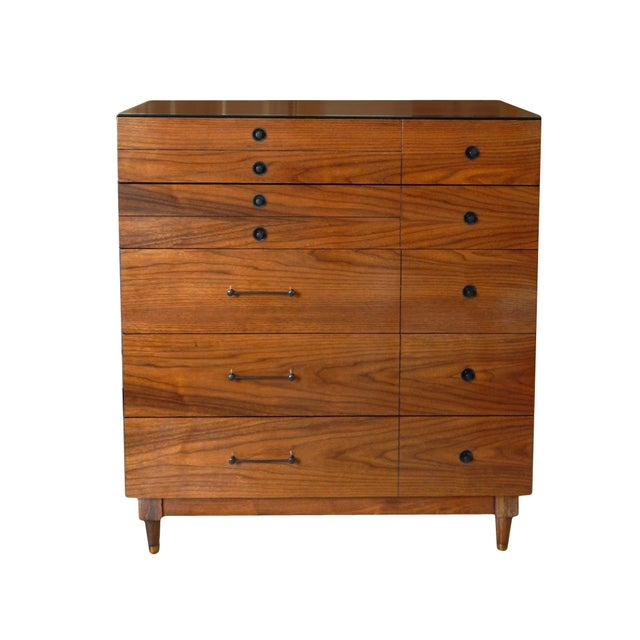 Handsome Mid-Century Dresser For Sale In New York - Image 6 of 11