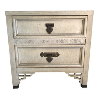 Mid 20th Century Dixie Shangri La Asian Chinoiserie Fretwork Table Nightstand For Sale