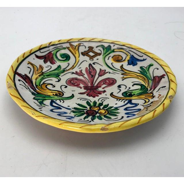 Folk Art 1900s Antique Hand Painted Deruta Majolica Raffaellesco Plate For Sale - Image 3 of 5