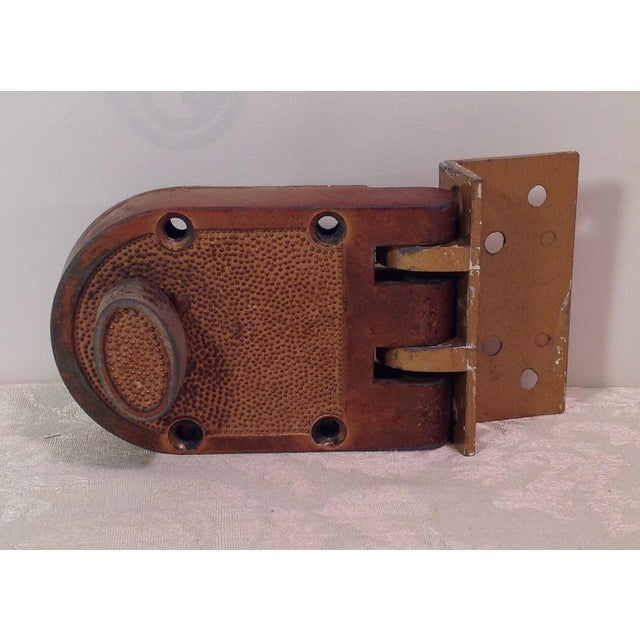 Great looking bronze color mid Century thumb latch lock. Very vintage look and works great!