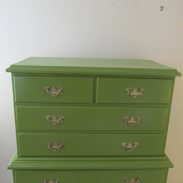 English Traditional 1940s Painted Green Eight Drawer Chest on Chest Dresser For Sale - Image 3 of 10