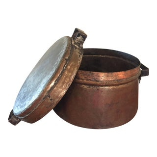 Early 20th Century Rustic French Copper Pot With Lid For Sale