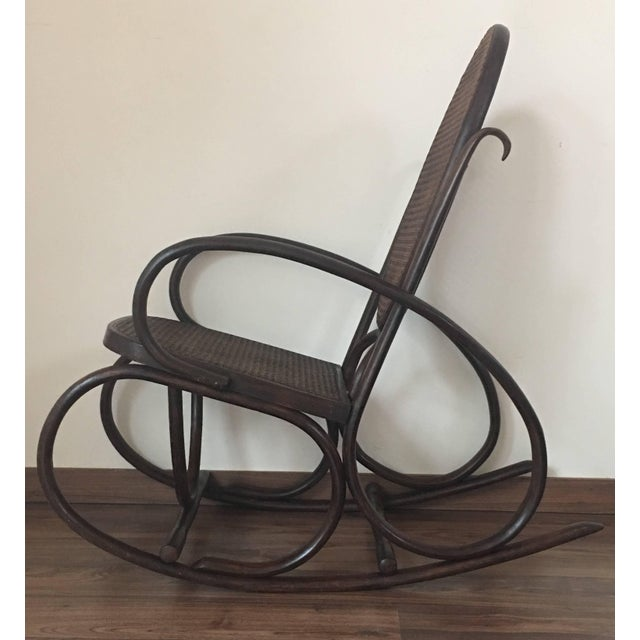 Midcentury Elegant Rattan Pair of Rocking Chairs in the Thonet Style For Sale In Miami - Image 6 of 10